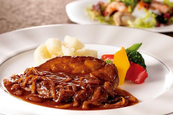 【8月】プレミアムランチ 「牛肉のカルボナード」