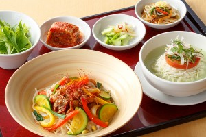 プルコギ丼とコングクス定食~彩り野菜の焼肉丼と豆乳冷麺~【平日限定・数量限定】