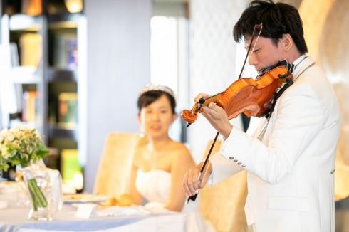 新郎様によるバイオリン演奏 美しい音色が響き渡ります・・・♪